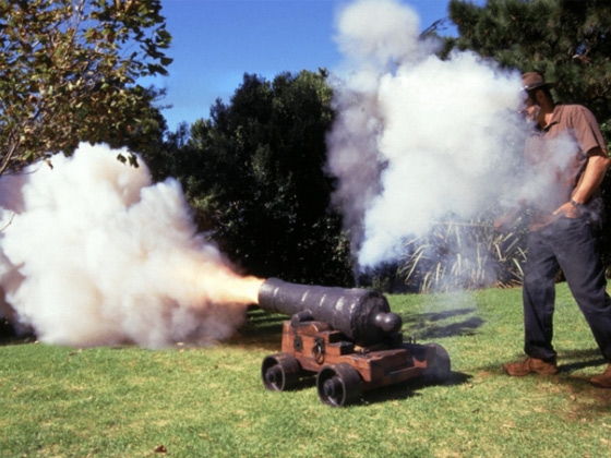 Firing-of-muzzle-loading-cannons-10