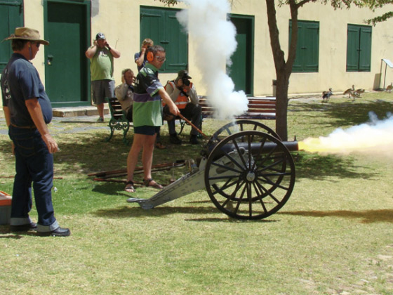 Firing-of-muzzle-loading-cannons-19