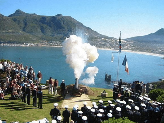 Firing-of-muzzle-loading-cannons-5